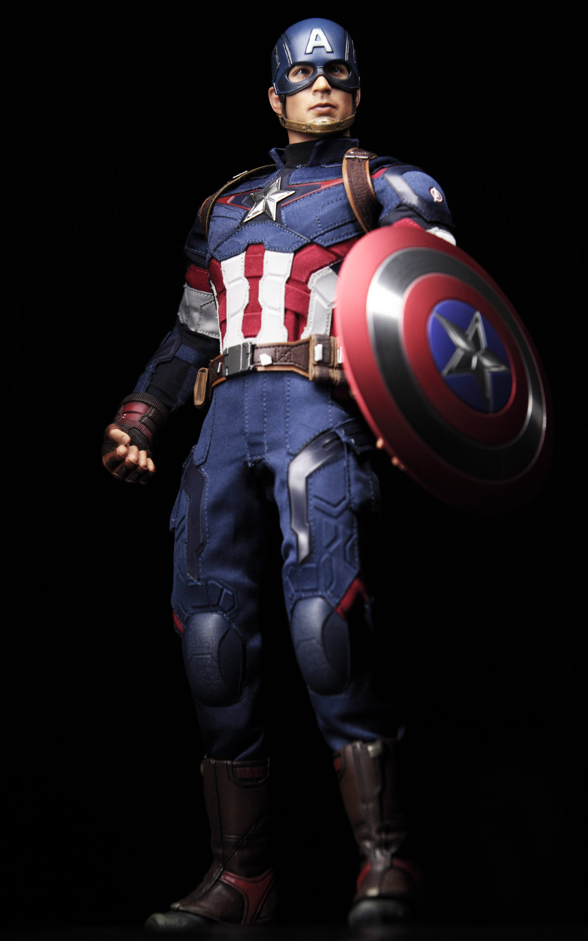 hottoys-avengers-age-of-ultron-Captain-America-picture01