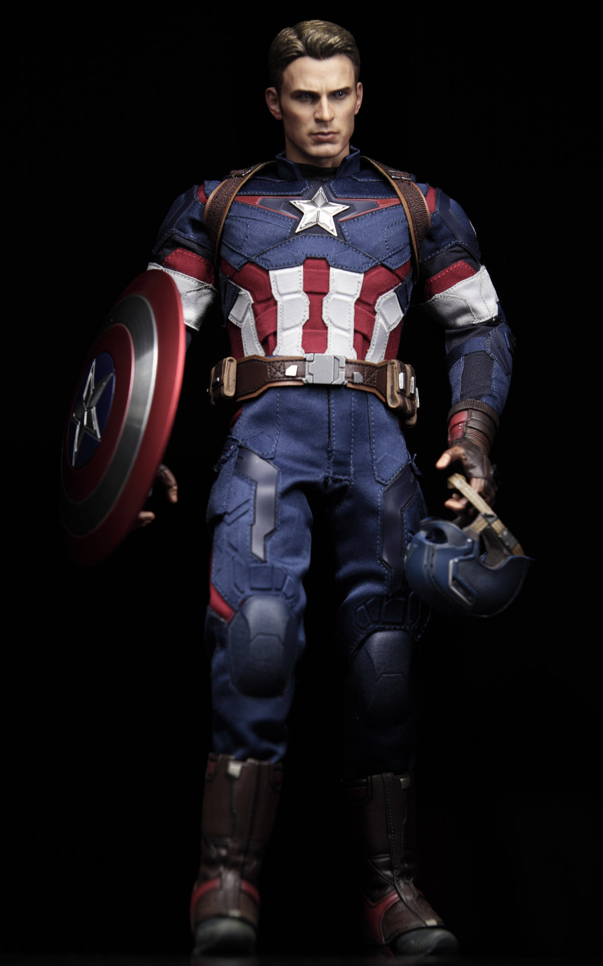 hottoys-avengers-age-of-ultron-Captain-America-picture02