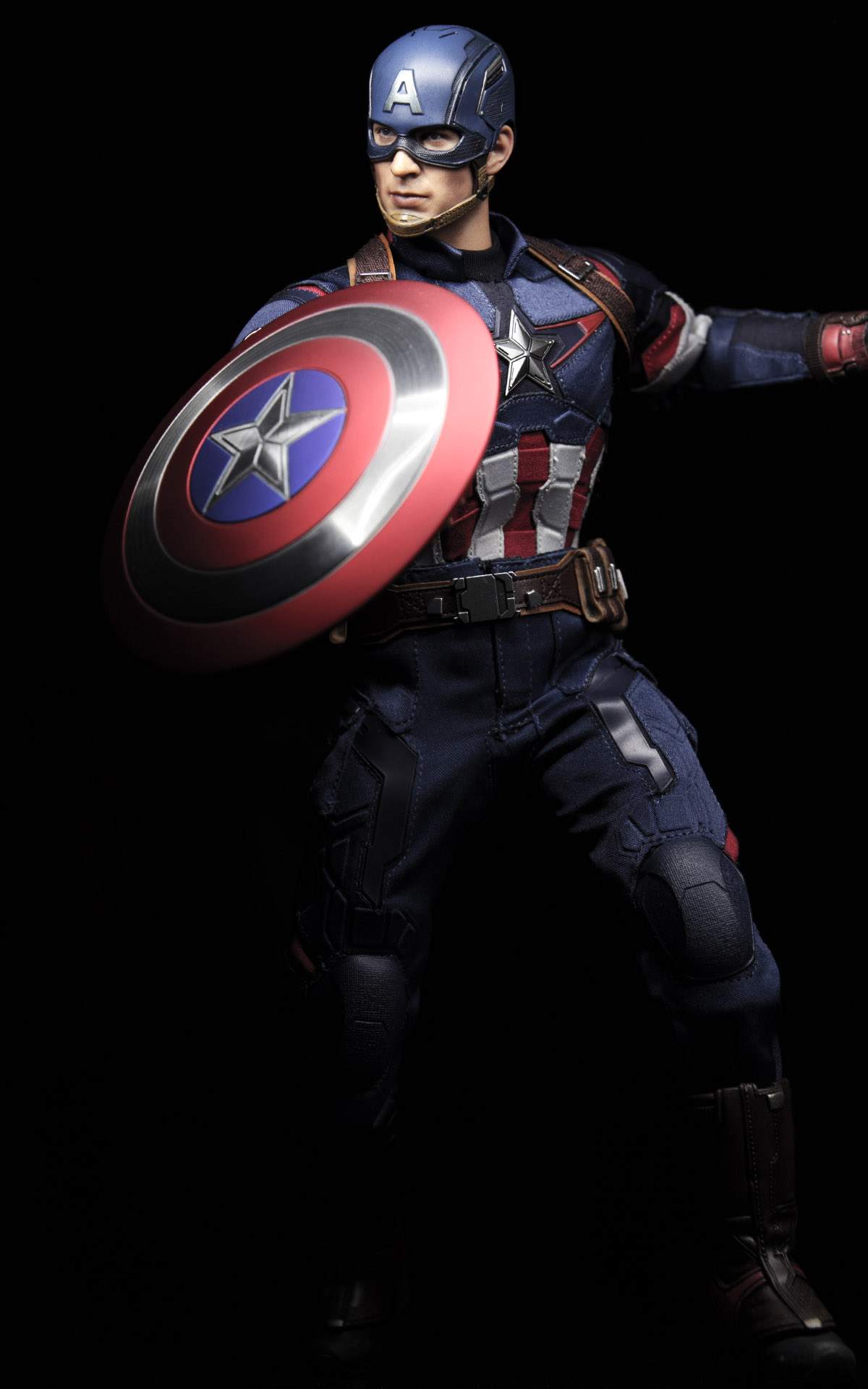 hottoys-avengers-age-of-ultron-Captain-America-picture03