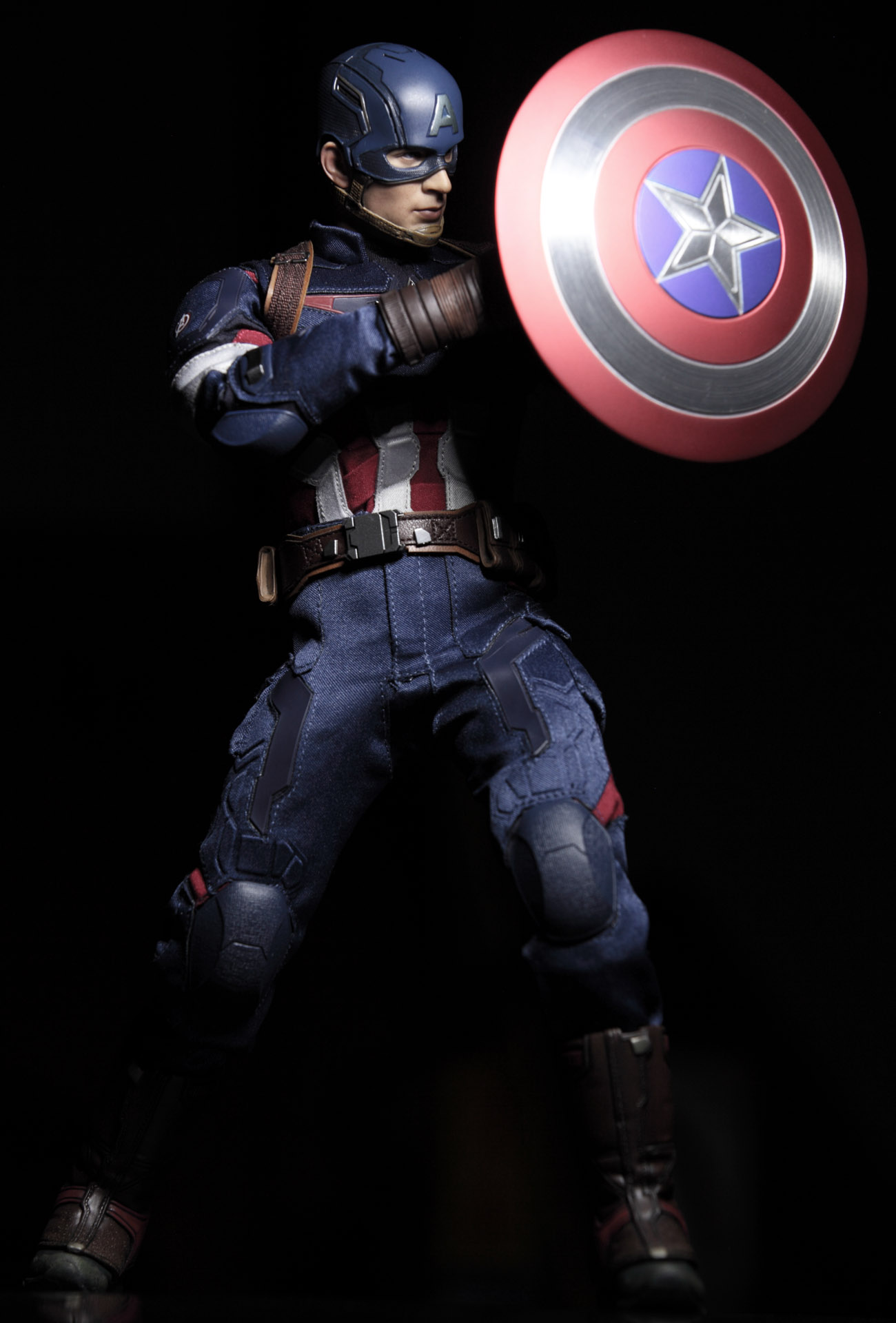 hottoys-avengers-age-of-ultron-Captain-America-picture04