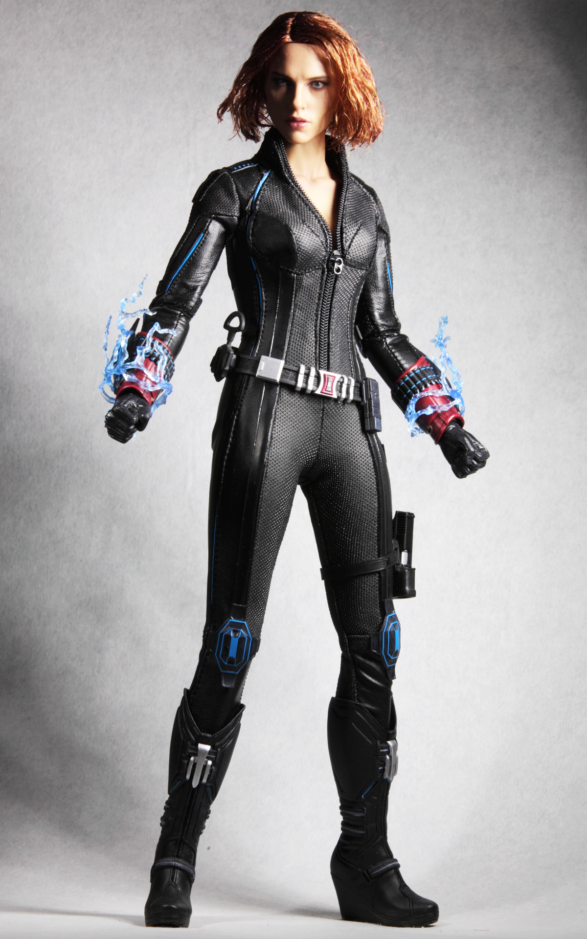 hottoys-avengers-age-of-ultron-black-widow-picture04