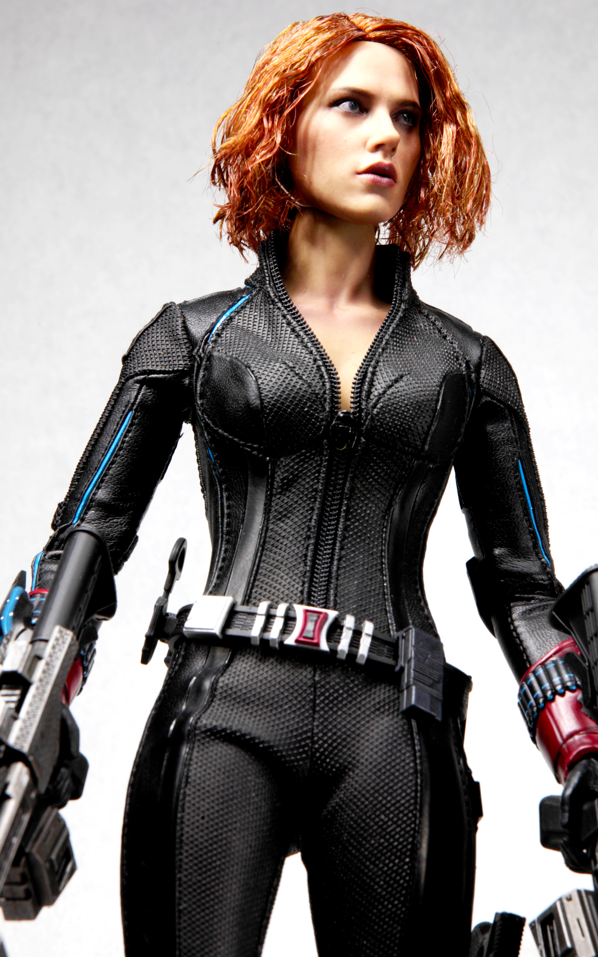 hottoys-avengers-age-of-ultron-black-widow-picture05