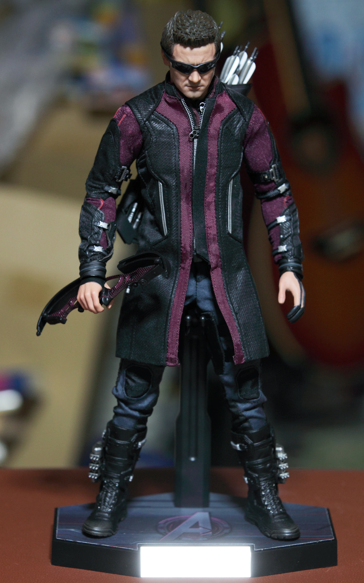 hottoys-avengers-age-of-ultron-hawkeye-picture15