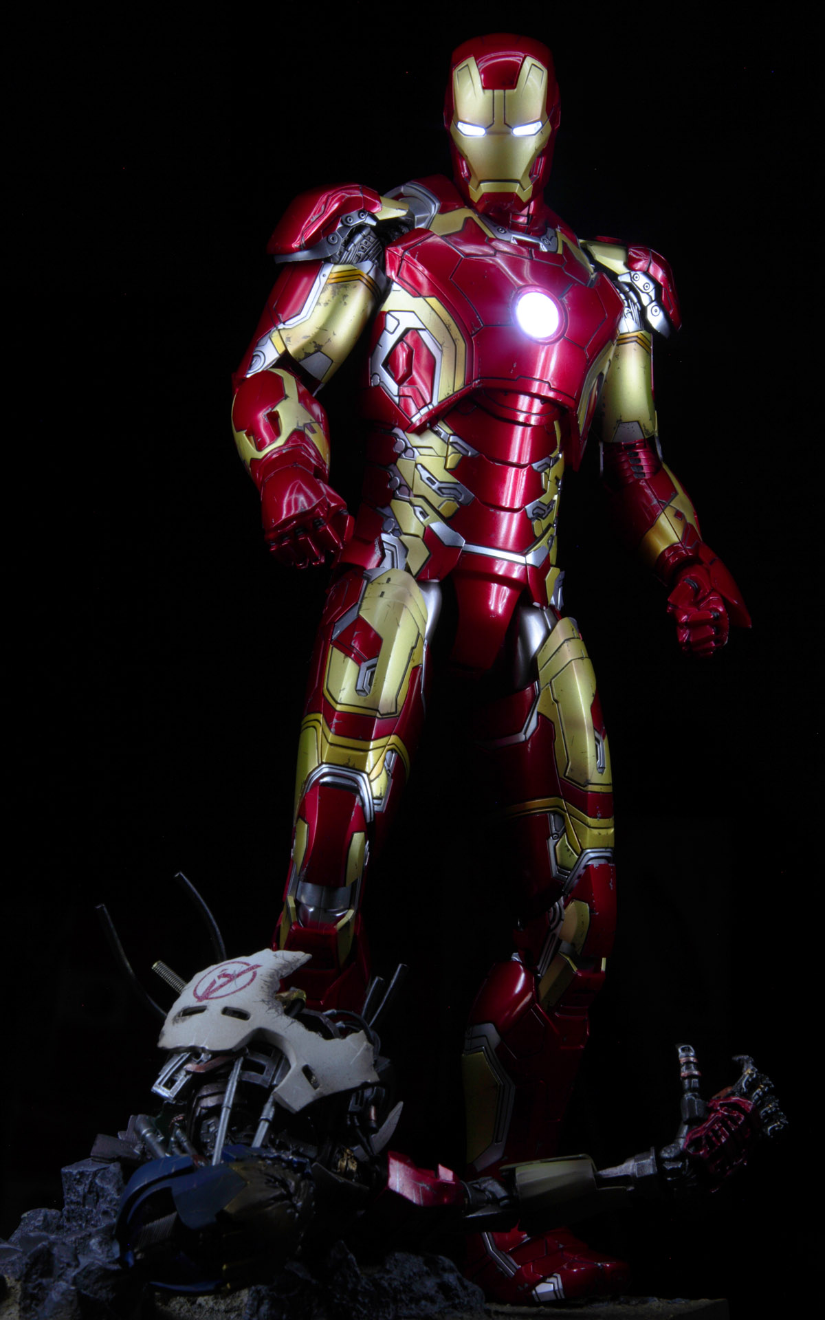 hottoys-avengers-age-of-ultron-iron-man-mark-43-picture01