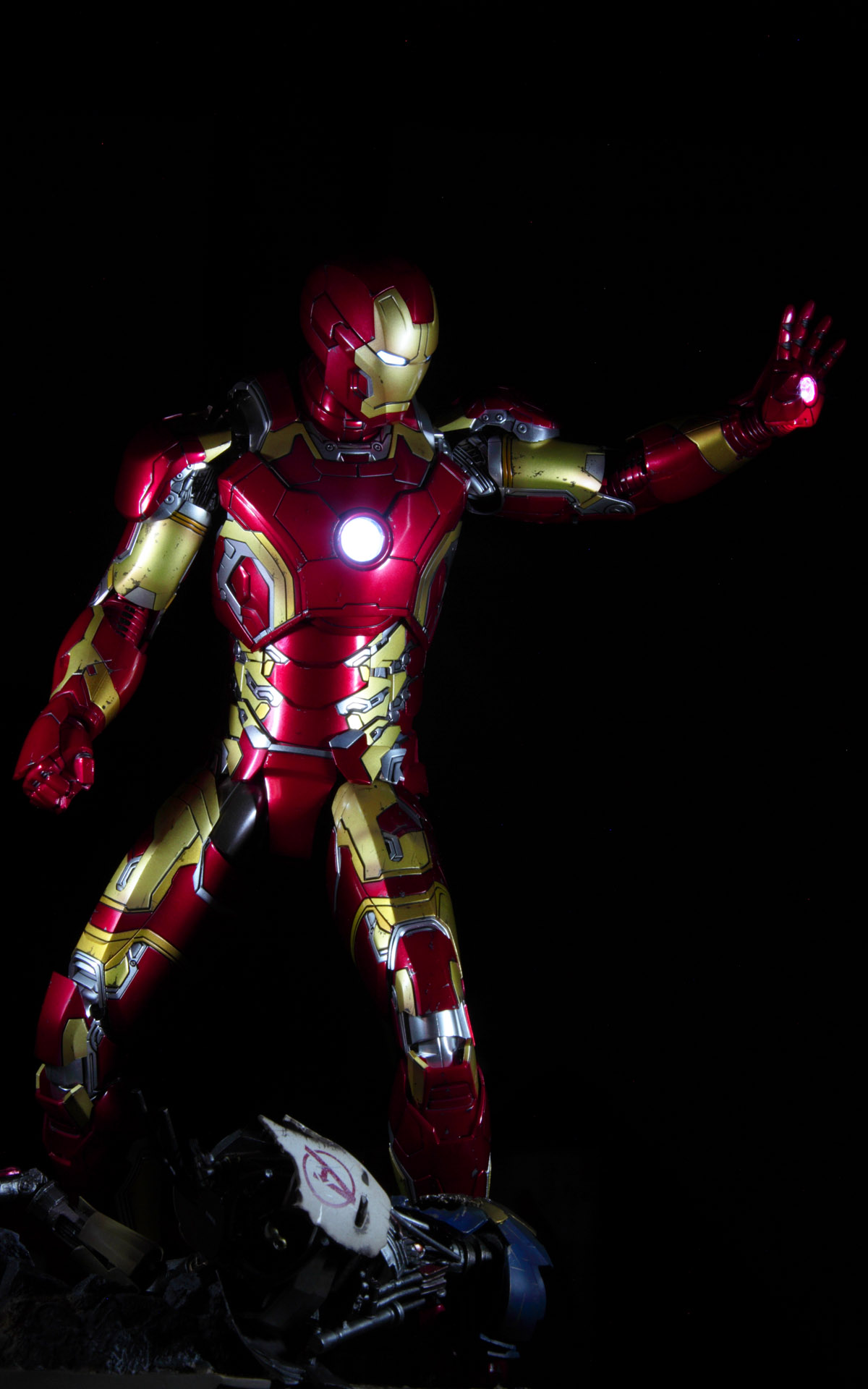 hottoys-avengers-age-of-ultron-iron-man-mark-43-picture02