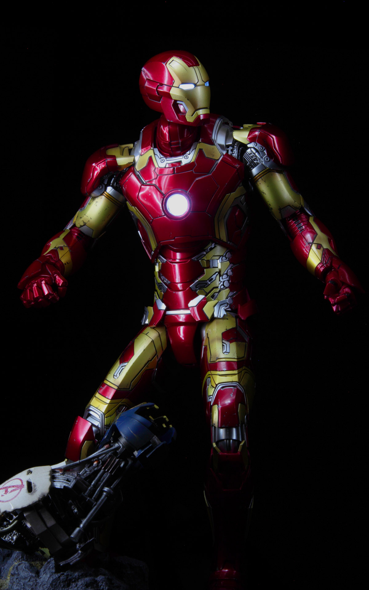 hottoys-avengers-age-of-ultron-iron-man-mark-43-picture03
