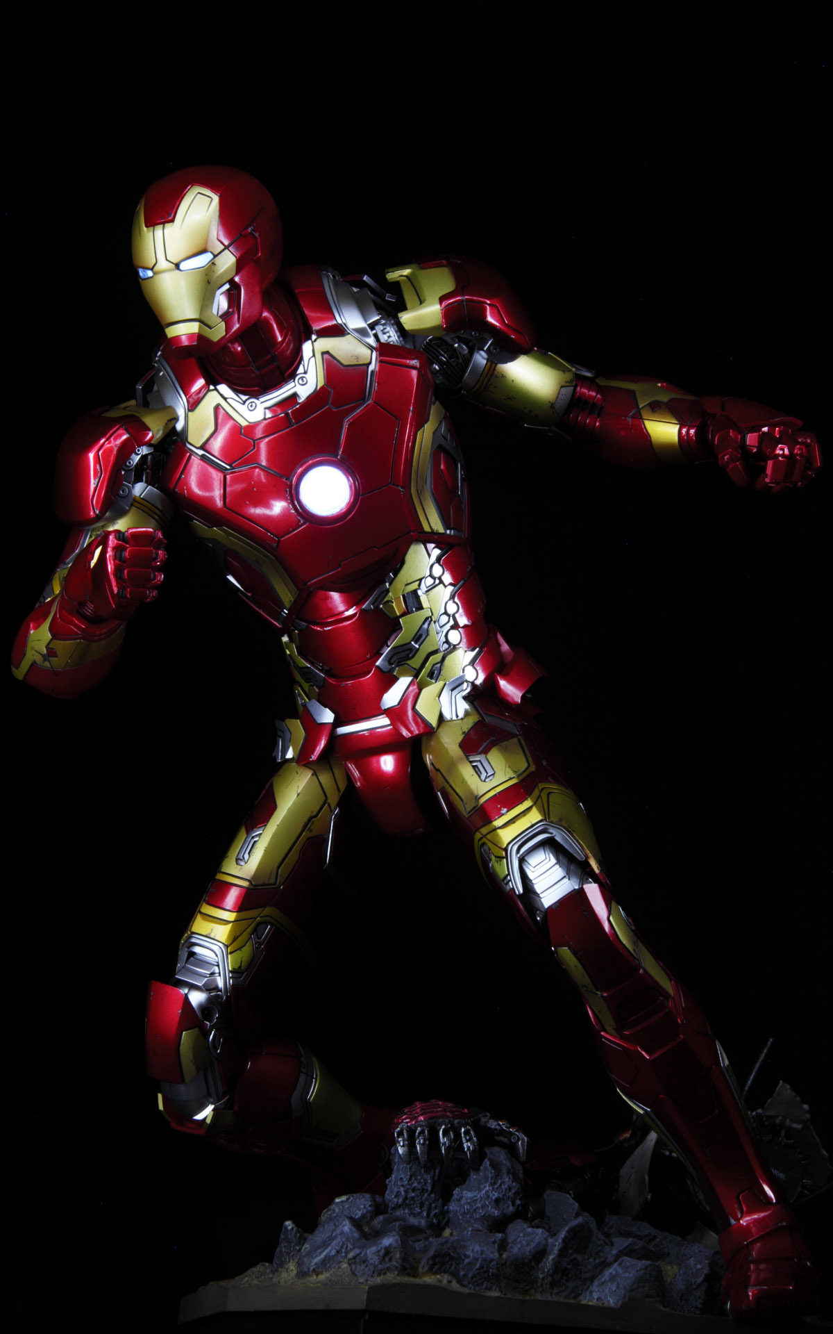 hottoys-avengers-age-of-ultron-iron-man-mark-43-picture04