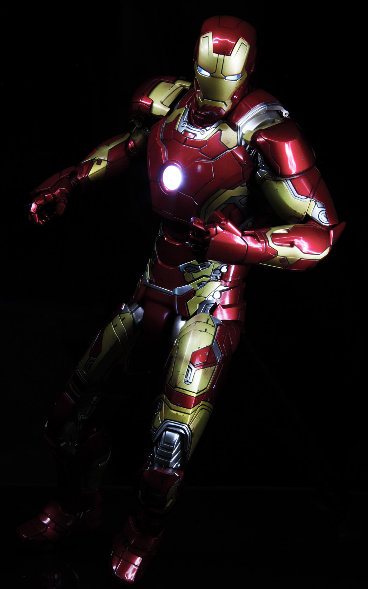 hottoys-avengers-age-of-ultron-iron-man-mark-43-picture06