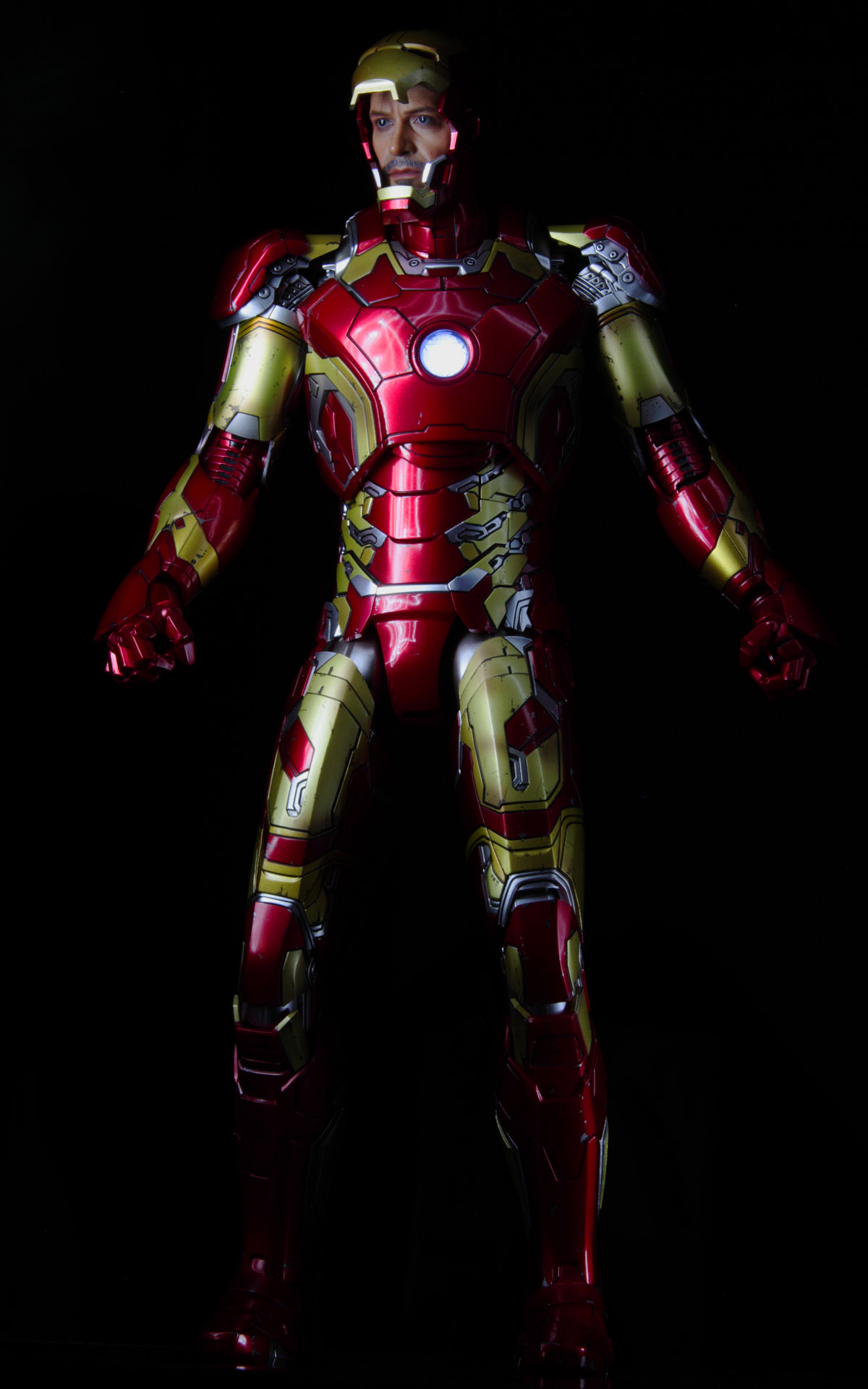 hottoys-avengers-age-of-ultron-iron-man-mark-43-picture08