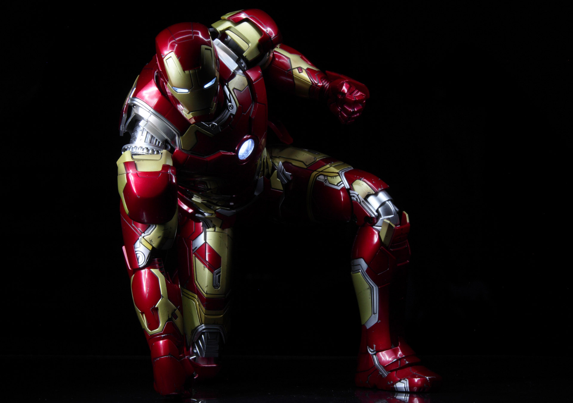 hottoys-avengers-age-of-ultron-iron-man-mark-43-picture09