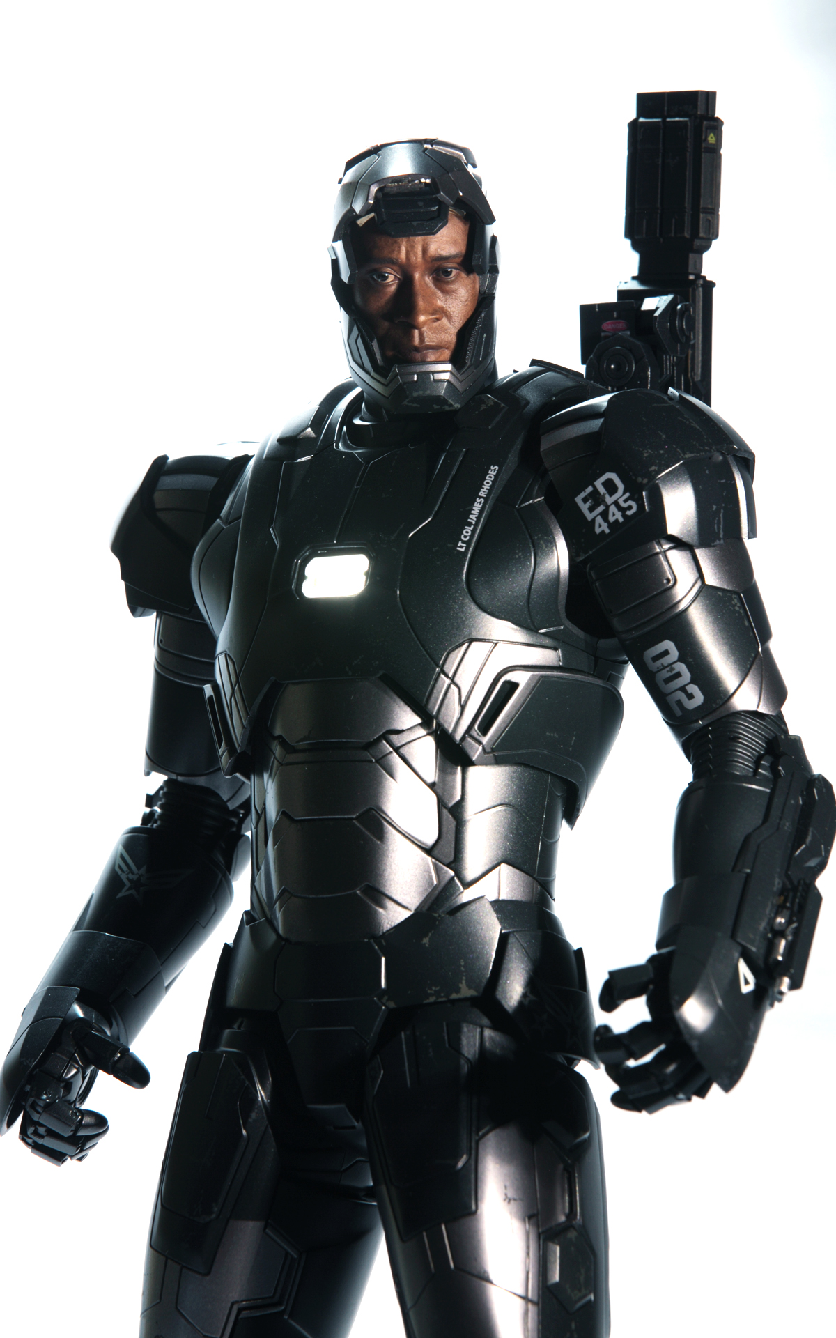hottoys-avengers-age-of-ultron-war-machine-mark-2-picture01