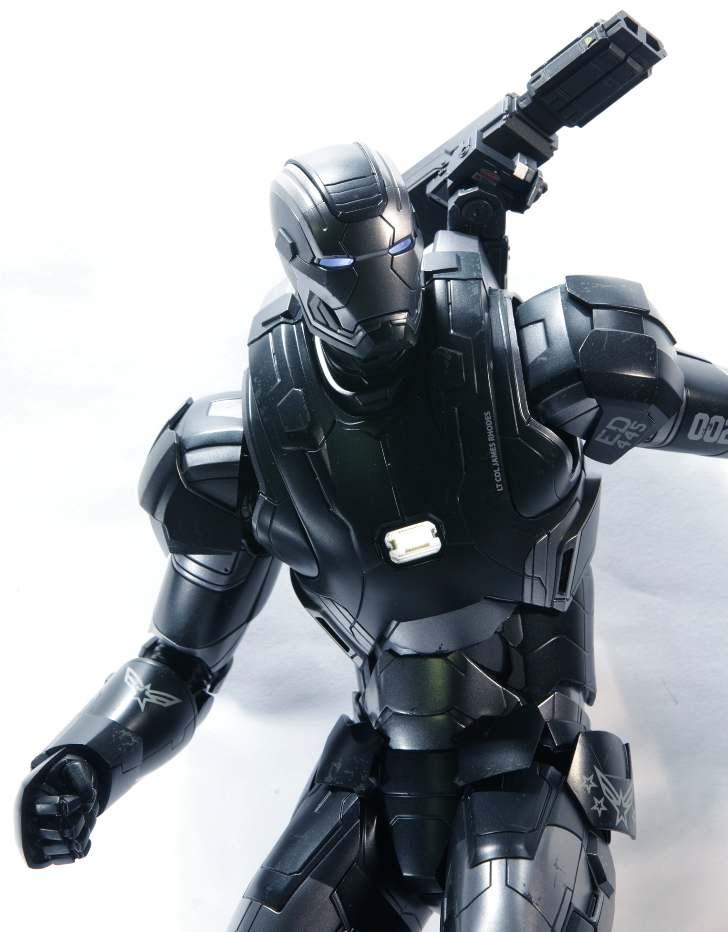 hottoys-avengers-age-of-ultron-war-machine-mark-2-picture03