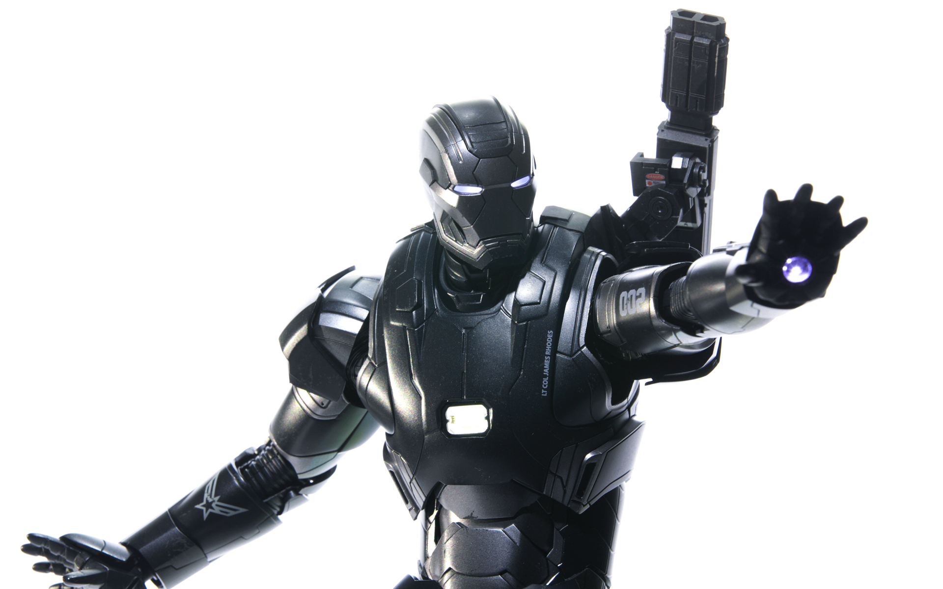 hottoys-avengers-age-of-ultron-war-machine-mark-2-picture06