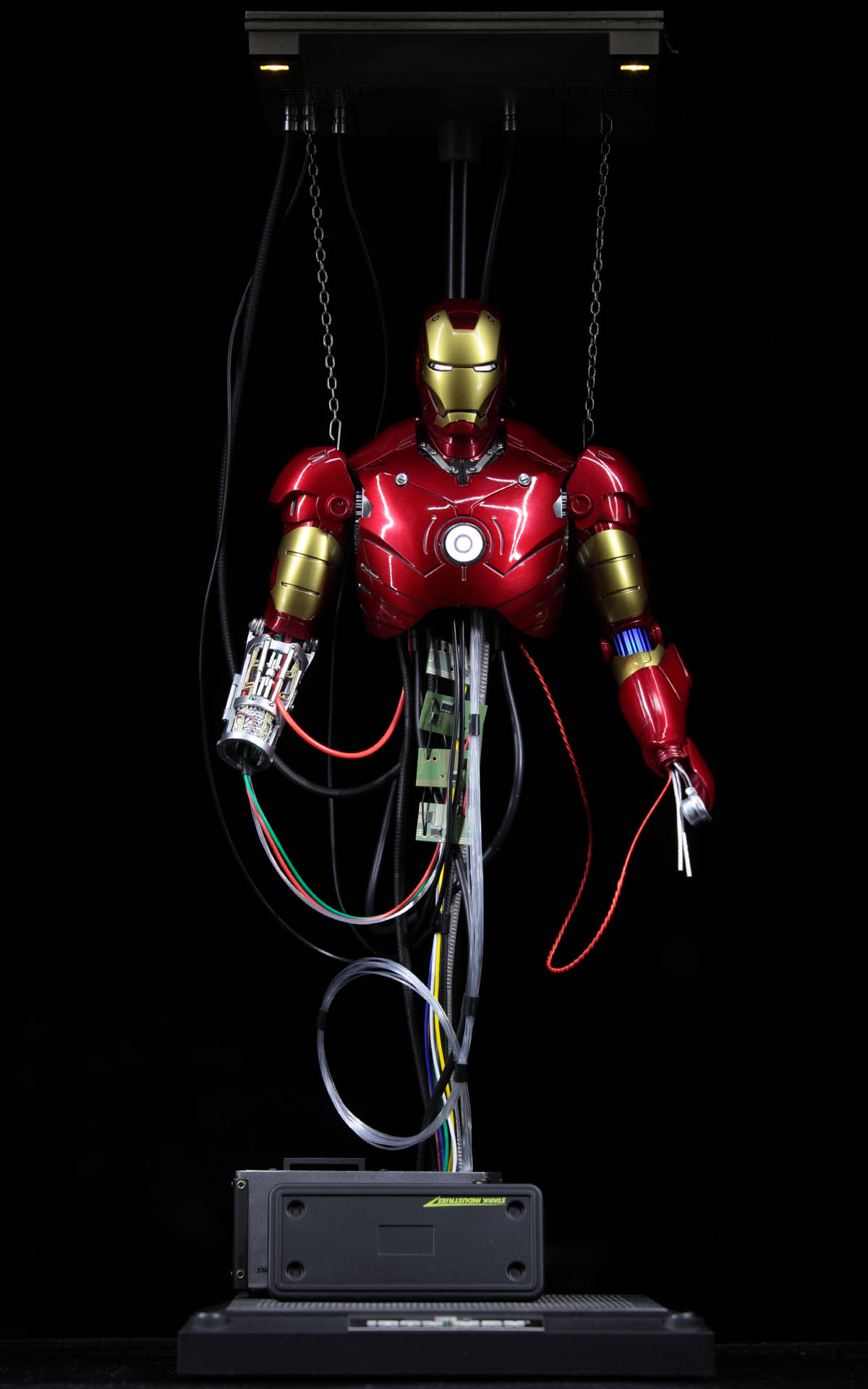 hottoys-iron-man-mark-3-construction-picture01