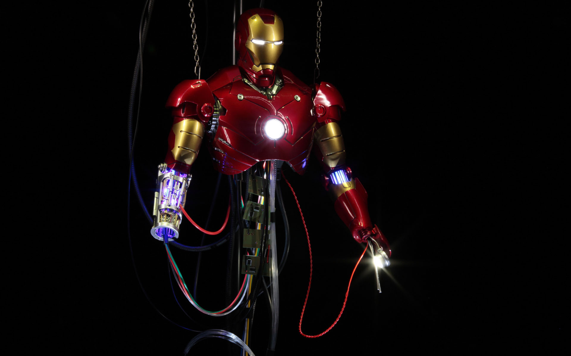 hottoys-iron-man-mark-3-construction-picture02