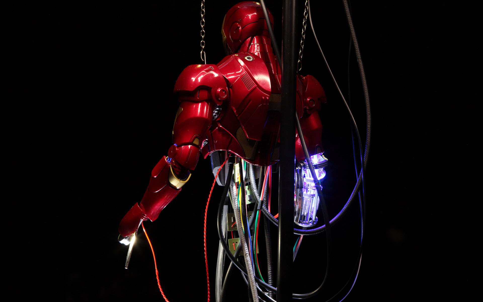 hottoys-iron-man-mark-3-construction-picture04