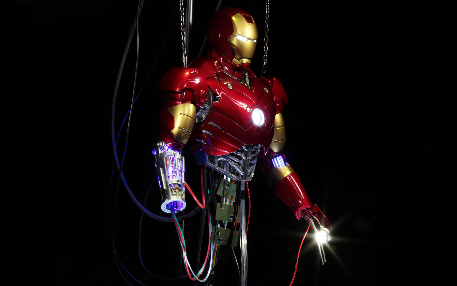 hottoys-iron-man-mark-3-construction-picture05