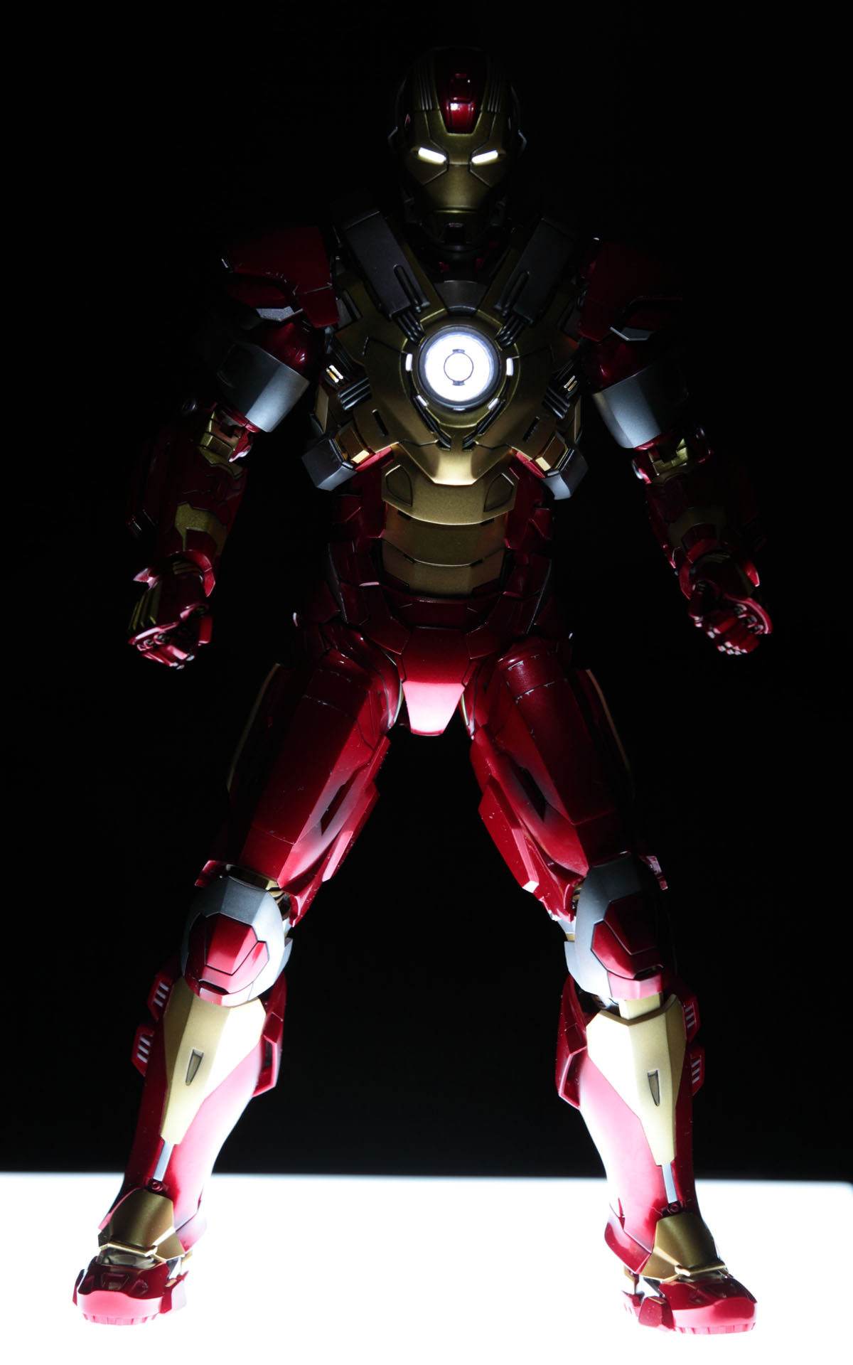 Movie Masterpiece U2013 1/6 Scale Fully Poseable Figure: Iron Man 3 U2013 Mark 17  Heartbreaker