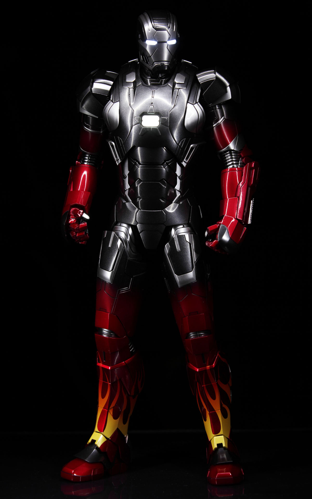 hottoys-iron-man3-mark-22-hot-rod-picture01