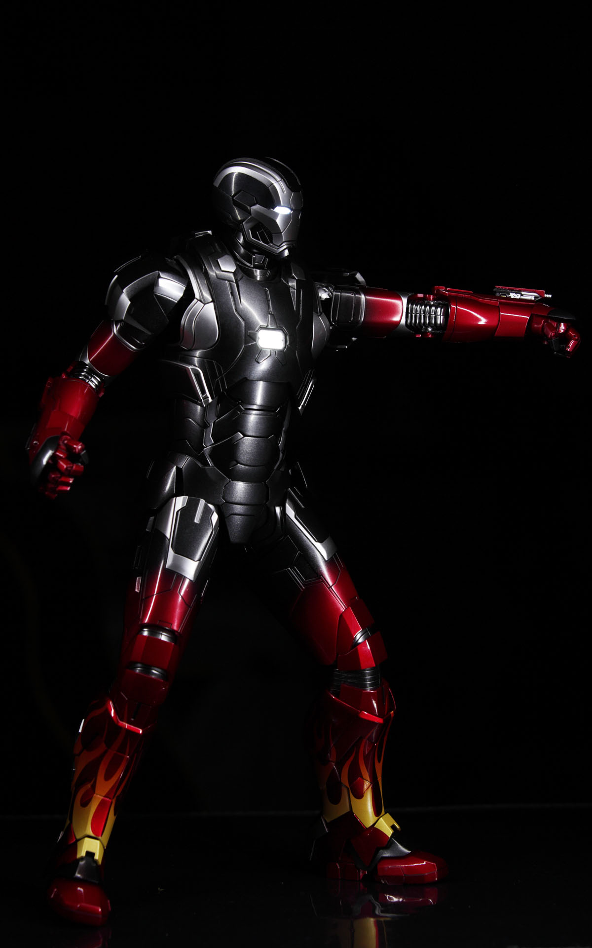hottoys-iron-man3-mark-22-hot-rod-picture02