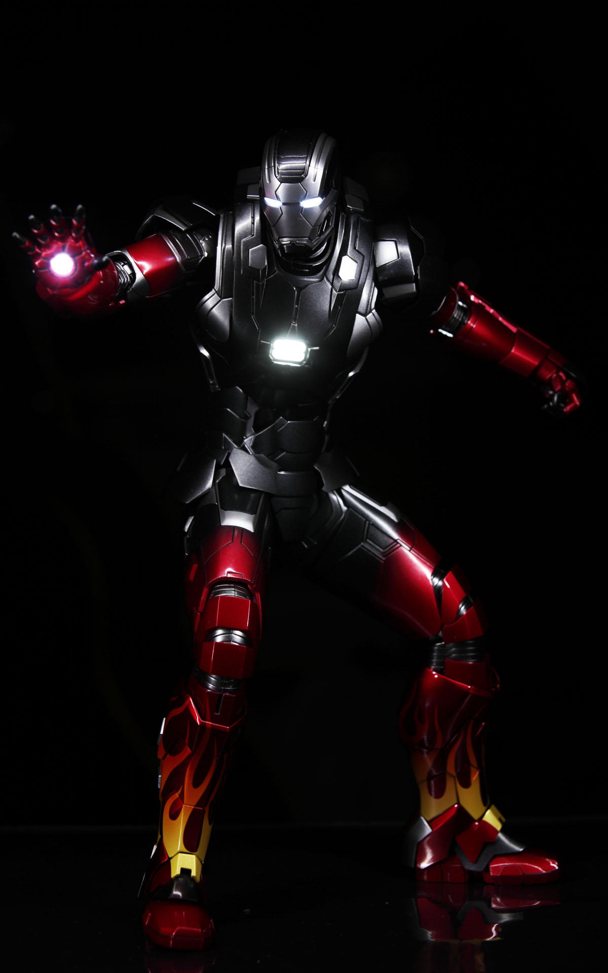 hottoys-iron-man3-mark-22-hot-rod-picture03