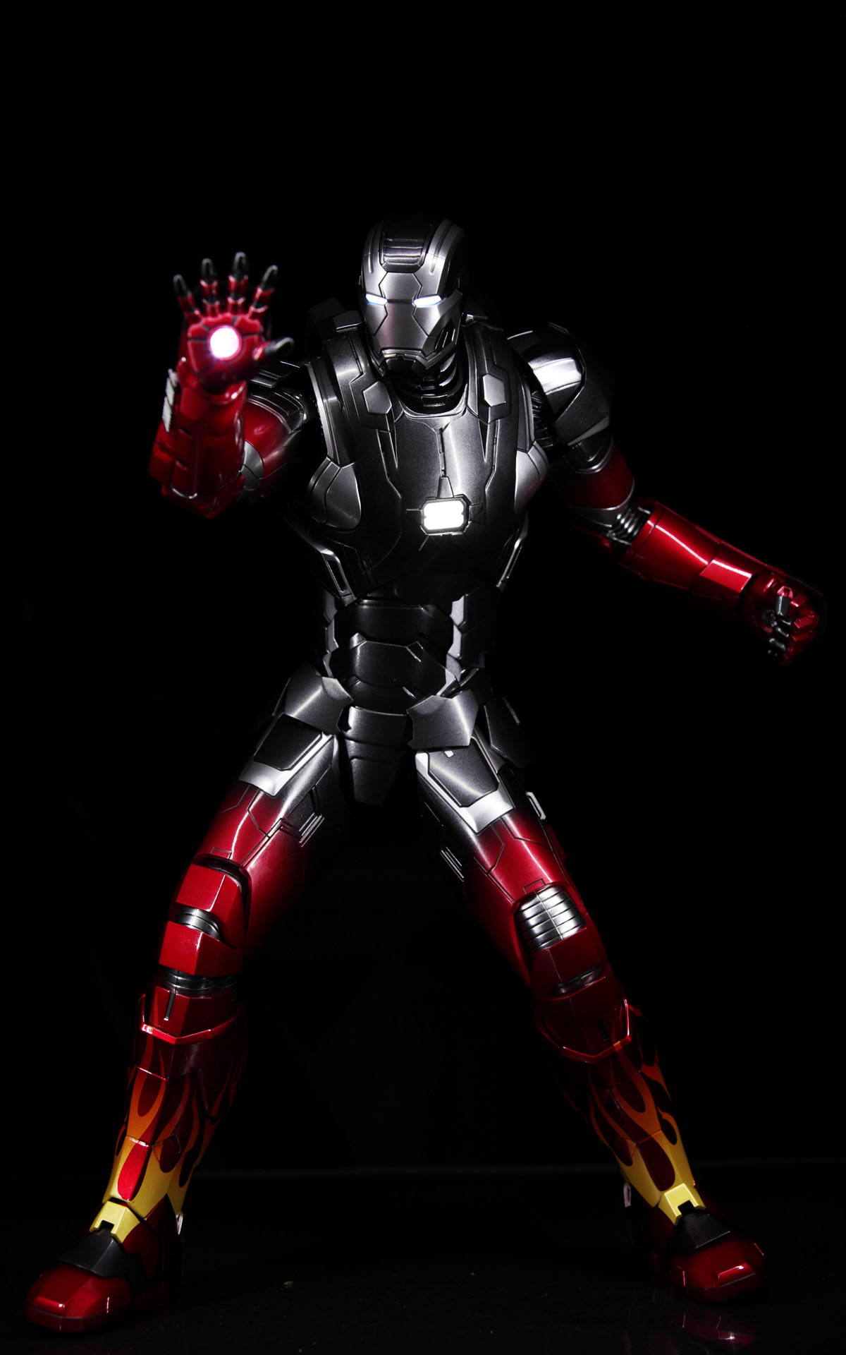 hottoys-iron-man3-mark-22-hot-rod-picture04
