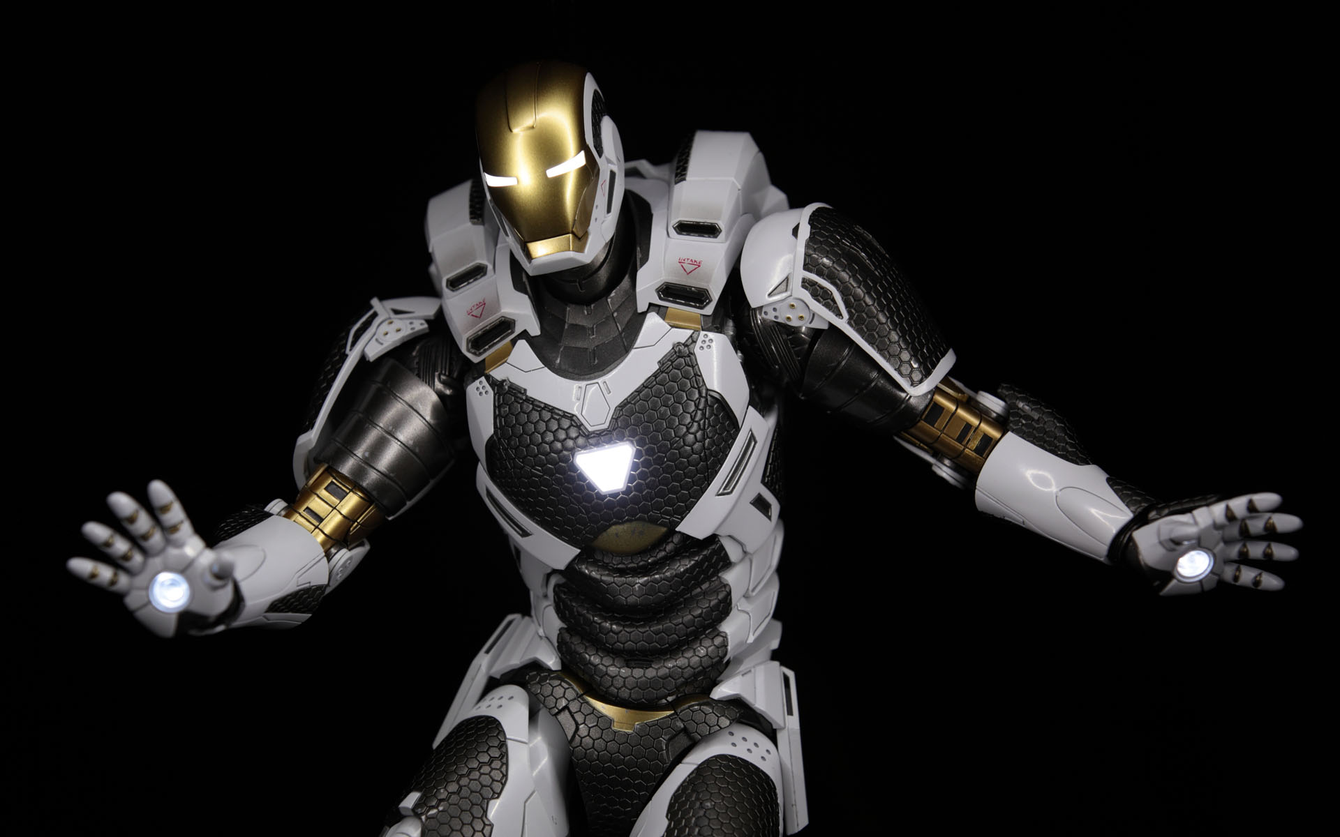 hottoys-iron-man3-mark-39-starboost-picture04