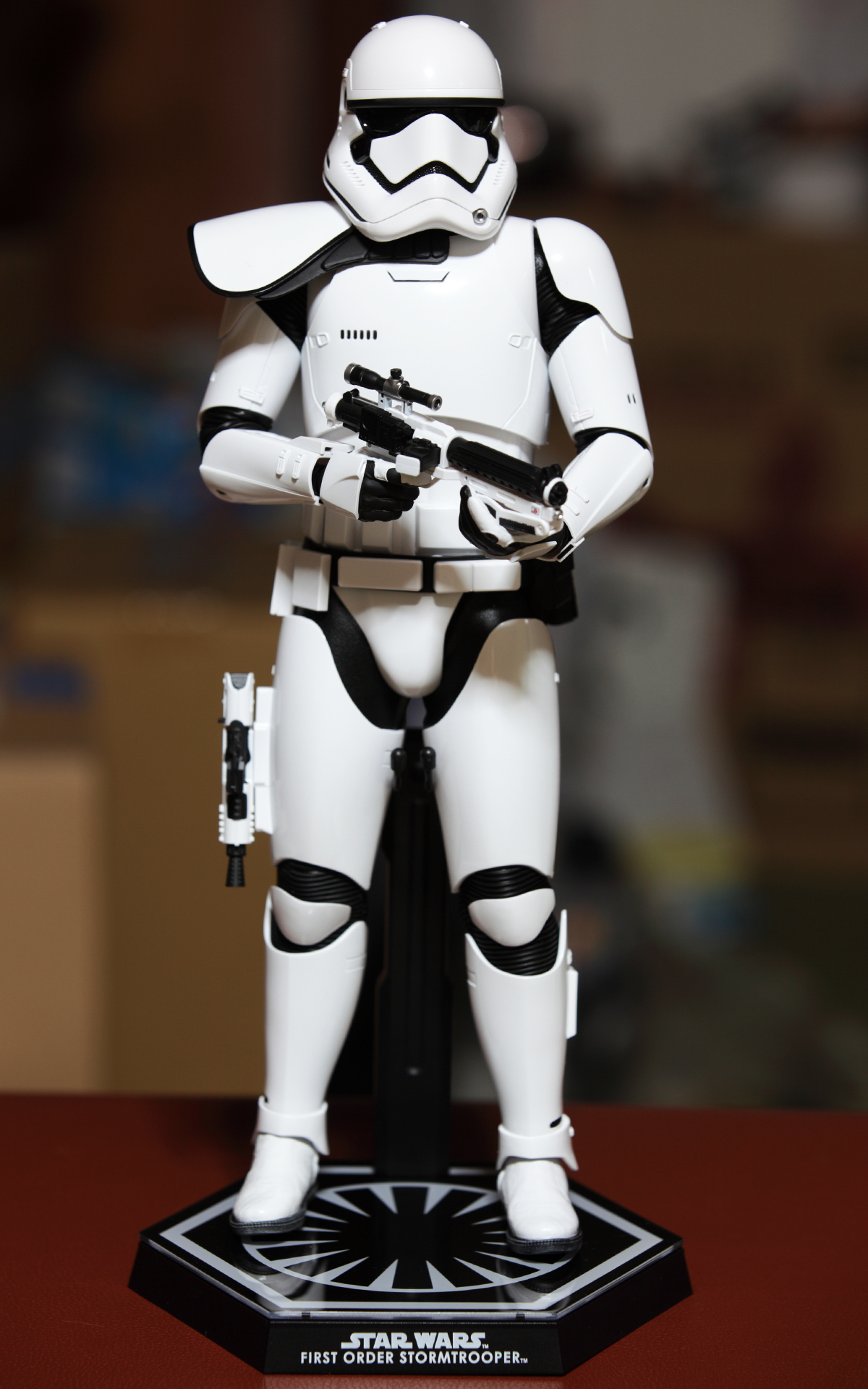 hottoys-star-wars-the-force-awakens-first-order-stormtrooper-Squad-Leader-picture01hottoys-star-wars-the-force-awakens-first-order-stormtrooper-Squad-Leader-picture12