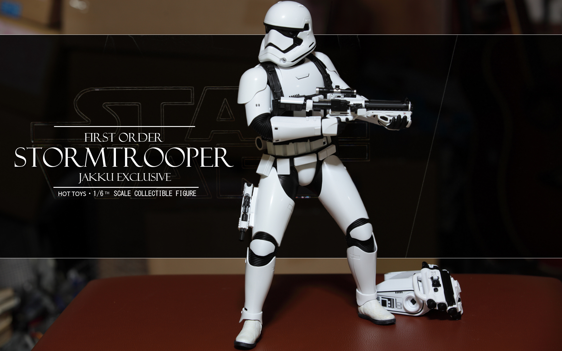 hottoys-star-wars-the-force-awakens-first-order-stormtrooper-jakku-picture01