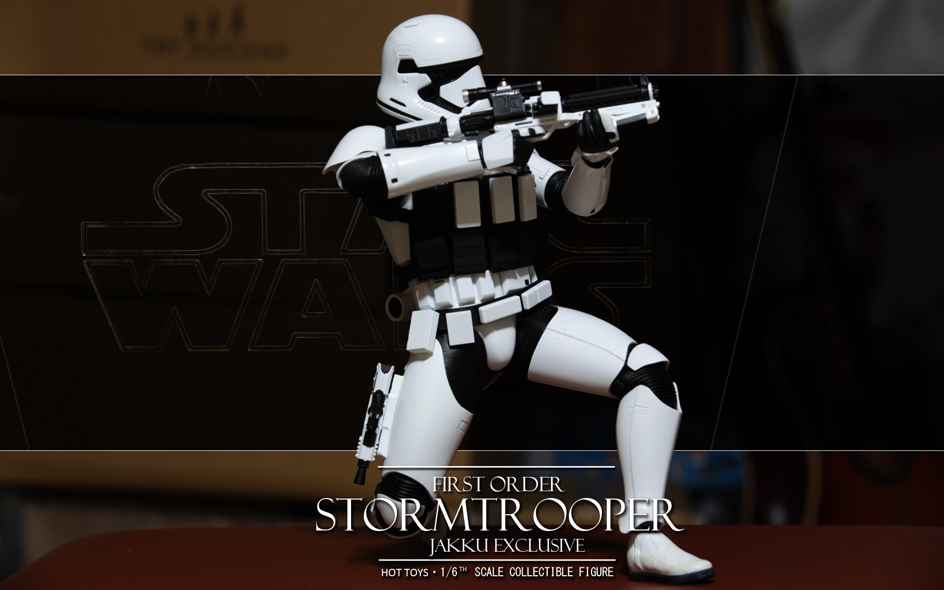 hottoys-star-wars-the-force-awakens-first-order-stormtrooper-jakku-picture02