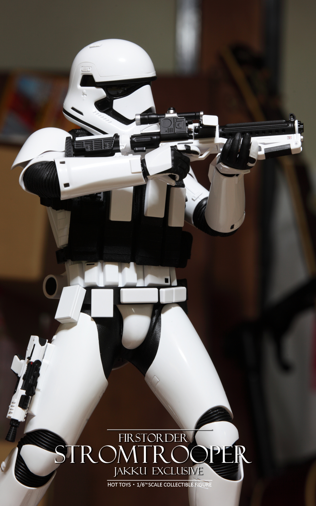 hottoys-star-wars-the-force-awakens-first-order-stormtrooper-jakku-picture10