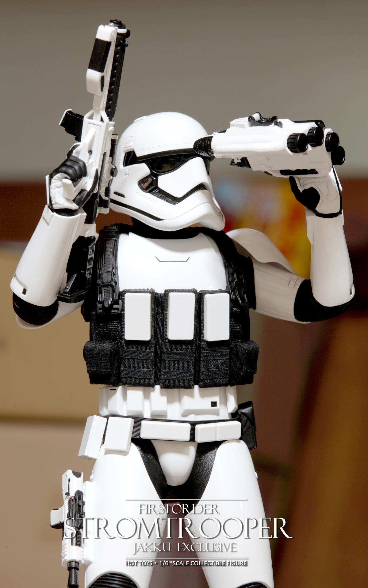 hottoys-star-wars-the-force-awakens-first-order-stormtrooper-jakku-picture11
