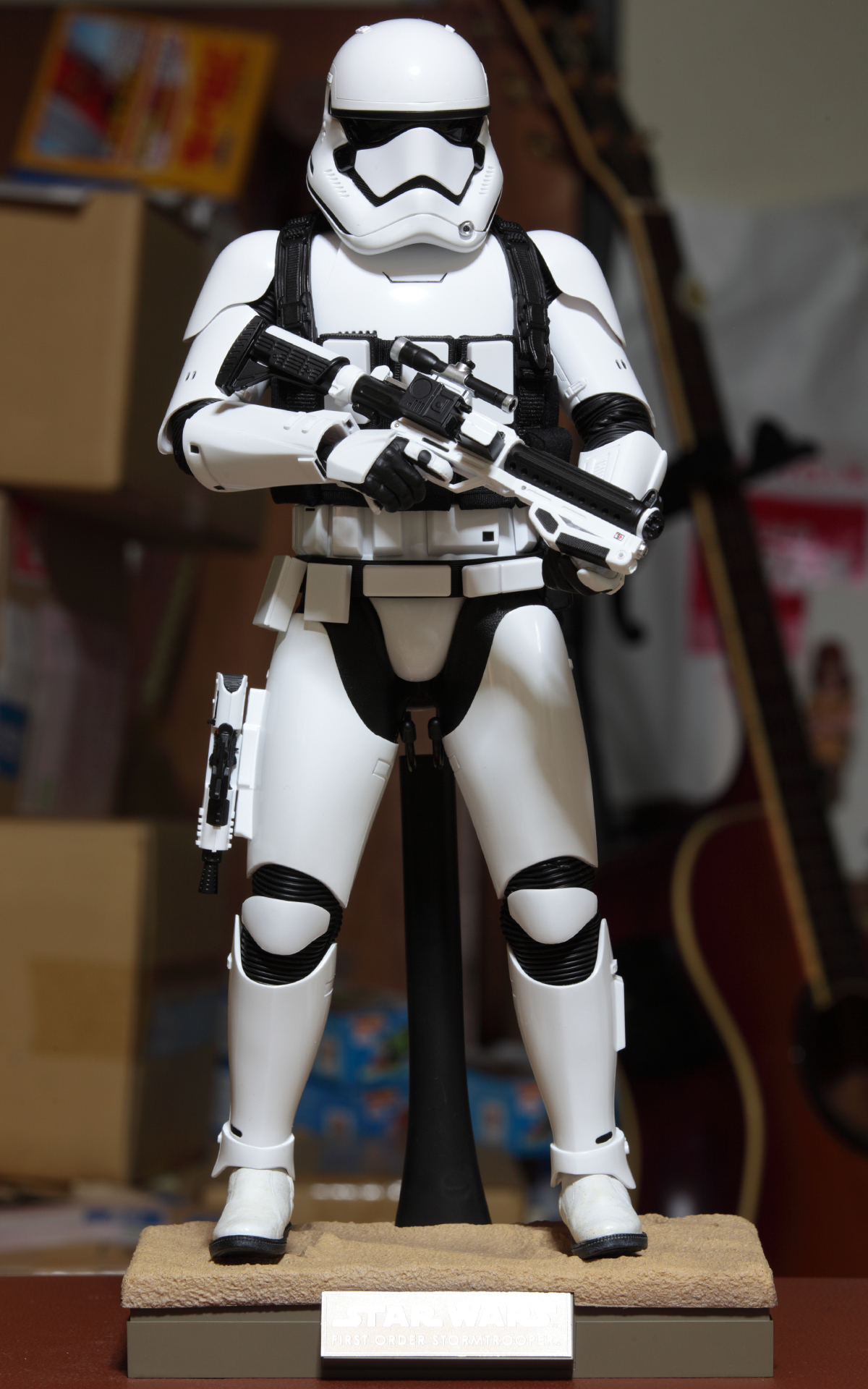 hottoys-star-wars-the-force-awakens-first-order-stormtrooper-jakku-picture12