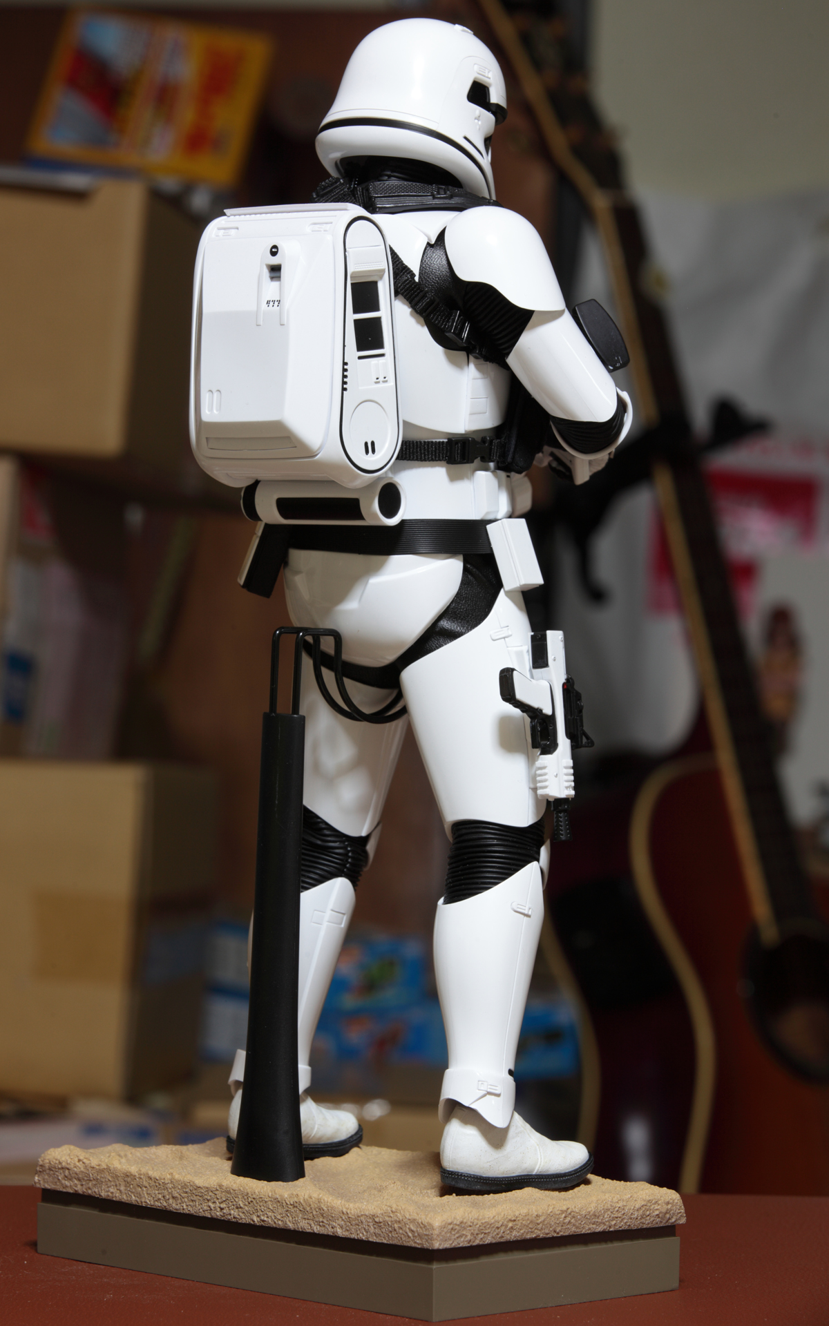 hottoys-star-wars-the-force-awakens-first-order-stormtrooper-jakku-picture13