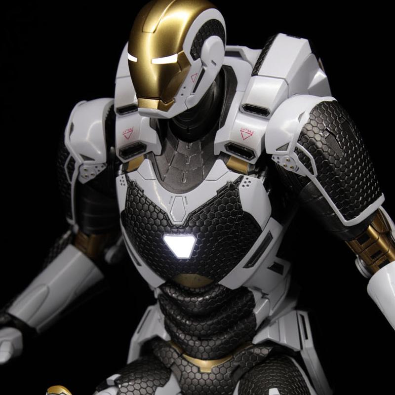 hottoys-iron-man3-mark-39-starboost-image